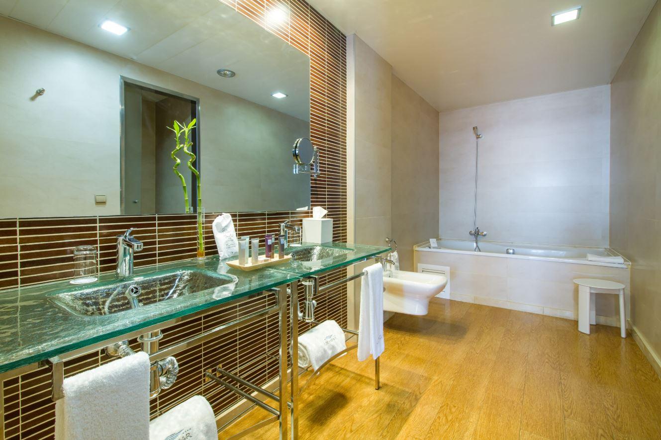Baño Habitación Suite - GHSYM